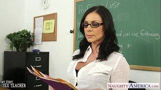 سكس نيك معلمة المدرسة الممحونة من طالبها الشاب الصغير العرب الإباحية