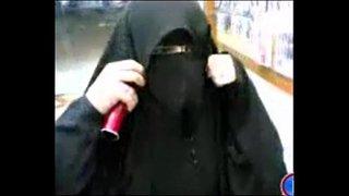 قحبه منقبة تخلع ملابسها و نيك خلفي العرب الإباحية