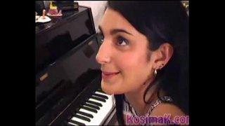 فتاة عربية تتناك في خفلة من صاحبها الجامعي بعد العزف على البيانو ...
